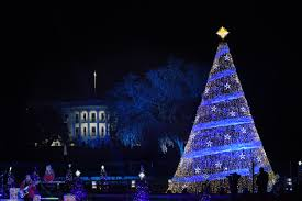 christmas trees and lights photos of trump u0027s vs obama u0027s white house christmas decorations