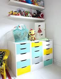 meuble chambre bébé pas cher meuble chambre bebe meuble enfant ikea peint en bleu et jaune