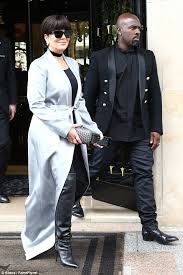 kris jenner haircut side view kris jenner rocks dramatic new fringe for balmain show at paris