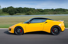 lotus evora 400 looks stunning in yellow