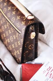 si e social louis vuitton handbagstories pochette metis louis vuitton rothaariges