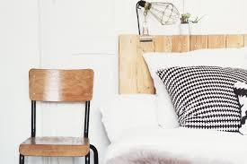 lit avec des palettes une tête de lit avec des palettes carnet de printemps