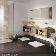 badgestaltung fliesen holzoptik badezimmer fliesen holzoptik ruaway