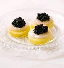 bouchées de pommes de terre au caviar et jacques les