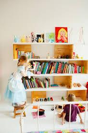 etagere chambre fille 105 idées d aménagement pour une chambre d enfant étagères en