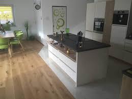 parkett in der küche holzboden küche berlin küche ideen moderne küche und heller