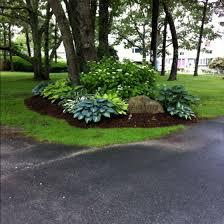 Pics Of Backyard Landscaping by Best 25 Driveway Landscaping Ideas On Pinterest Sidewalk