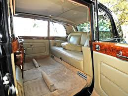 rolls royce interior wallpaper rolls royce phantom limo interior wallpaper 2048x1536 17126