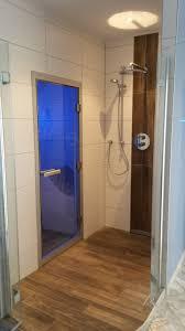 badezimmer fliesen v b badezimmer mit holzoptik fliesen fliesen in holzoptik f r