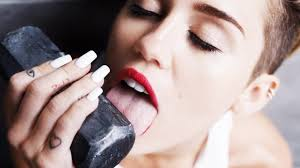 miley cyrus licks hammer wrecks ladybits wrecking ball review