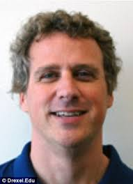Clever: Drexel University mathematics professor Dr. R. Andrew Hicks, pictured, got the patent for the mirror last month - article-2156773-13855BFB000005DC-488_306x423