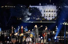 national tree lighting ceremony christmas 2012 obama family lights national christmas tree in