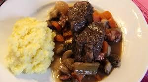 cuisiner un boeuf bourguignon boeuf bourguignon plat traditionnel par excellence