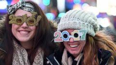 new year s celebrations live live 360 view from times square new year s celebration abc news