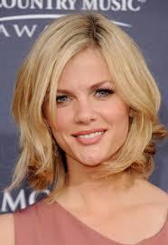 layered medium length hairstyle for fine hair shoulder length