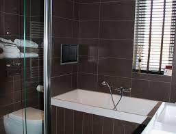 fernseher f r badezimmer wasserdichte badezimmer tv auch kabellos splashvision