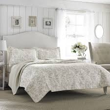Coastal Quilts Bedroom King Size Quilts With White Wall Design And White Curtain