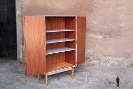 armoire vintage chambre armoire vintage grise et bois rénovée graphique gentlemen designers