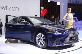 xe lexus viet nam chiêm ngưỡng cặp đôi xế sang đắt nhất triển lãm ô tô việt nam