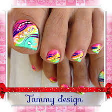 toes nail with colorful design pretty to wear with summer bright