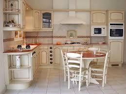 decoration provencale pour cuisine provencale moderne avec cuisine cuisine style provencale jaune