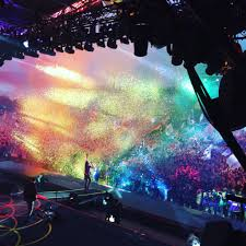 christmas lights cold play coldplay glastonbury june 2016 coldplay pinterest coldplay