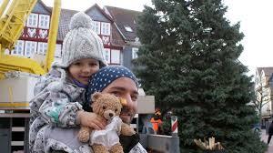 Weihnachtsmarkt Bad Hersfeld Fotos In Bad Hersfeld Wird Der Weihnachtsbaum Aufgestellt Bad
