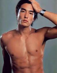 10 selebriti pria korea dengan tubuh paling hot shinningsuju