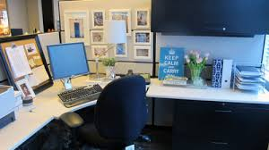 Make Your Office More Inviting How To Decorate A Cubicle Offition