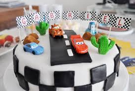 decoration cupcake anniversaire cake design gâteau d u0027anniversaire sur le thème de cars