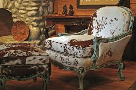 Cowhide Chairs And Ottomans Designing The West Breaking The Convention Western Art