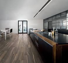 parquet dans une cuisine cuisine carrelage cuisine sols en imitation parquet grã s cã rame