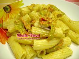 primo piatto con fiori di zucca tortiglioni con filetti di alici e fiori di zucca ricette veloci