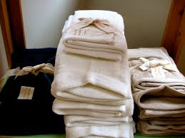 sprucing up your guest bathroom try these 8 easy guest bathroom guest bathroom decorating ideas towels