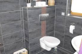 wandfliesen badezimmer badgestaltung rechteckige badfliesen waagerecht verlegen