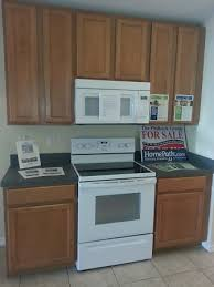 kitchens with oak cabinets and white appliances bought a house with white appliances and oak cabinets