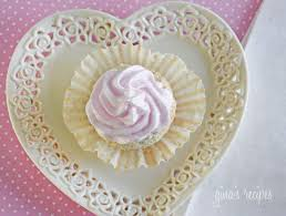 Sweet Light Sweet Light Angel Food Cupcakes With Meringue Icing Skinnytaste
