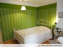 wandgestaltung in grün frische wandgestaltung mit musterwalzen sattes grün mit zwei