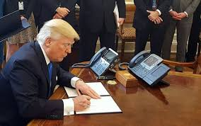 trump in oval office electrospaces net trump s beautiful oval office phones and what