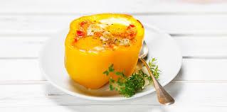 cuisiner le poivron oeuf cocotte en coque de poivron jaune facile et pas cher