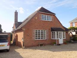4 bedroom chalet style detached bungalow for sale in drakes avenue