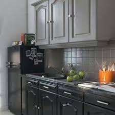 relooker cuisine chene cuisine en chêne relookée gris clair patine plus sombre sur les