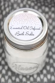 diy mother s day gift idea with free printable labels making how to make bath salts with essential oils and free printable gift tags
