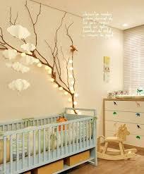 chambre dans un arbre idee deco chambre enfant branche arbre guirlande dacco chambre