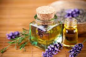 huile essentielle cuisine utiliser une huile essentielle de lavande 5 astuces naturelles