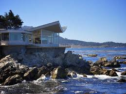 amazingly dangerous beach house at the edge of cliff near the