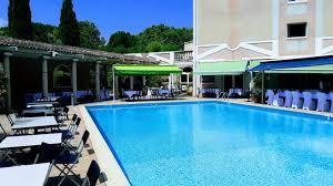 chambre d hote plan de cuques hôtel 3 étoiles avec piscine à plan de cuques marseille le césar
