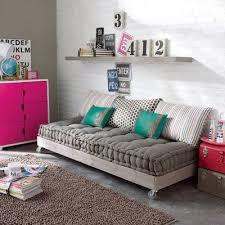 canapé lit palette canapé lit d appoint réalisée avec des palettes en bois creando