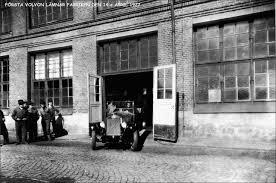 volvon volvos första bil rullade ut ur fabriken för 85 år sedan
