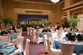 Eiffel Tower Centerpiece Ideas The Decor In The Los Angeles Themed Dining Room Included A Mural